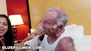 tres viejitos se follan a jovencita aguantada y loca por sexo