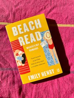 """""""Beach Read"""" Emily Henry, fot. paratexterka ©"""