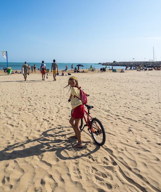 anche in spiaggia si va in bici