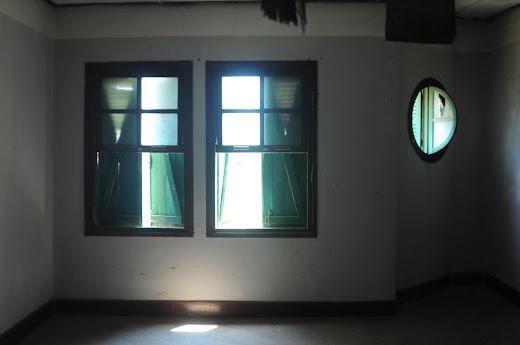Nội thất một phòng ngủ ở lầu 1 của biệt thự bỏ hoang Đà Lạt