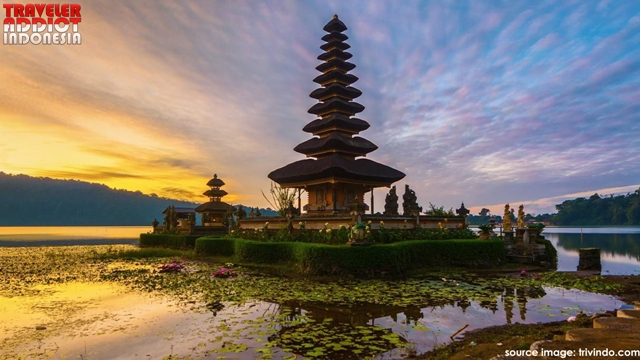Ulun Danu Temple in Beratan Bedugul Lake is indeed one of the popular tourist attractions in Bali