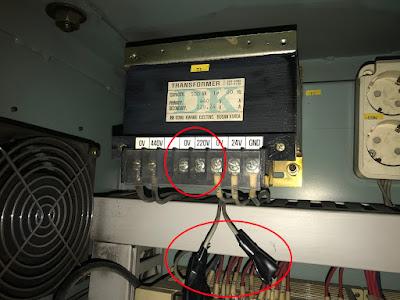 Старый трансформатор с отсоединенными концами от вторичной обмотки 220В