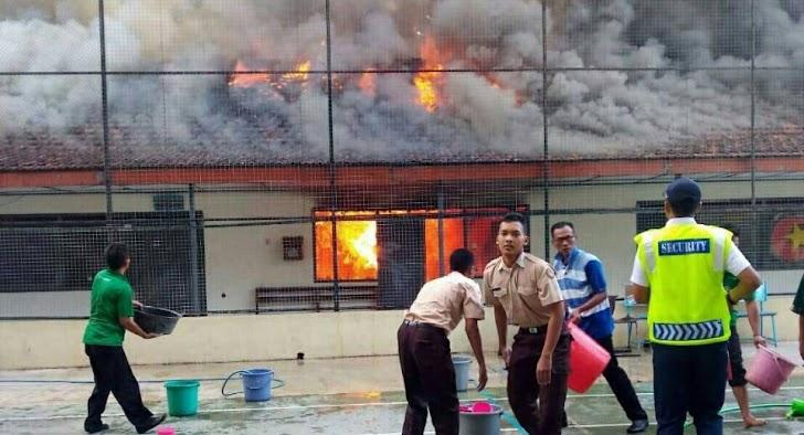 Deretan Bangunan Tua SMAN 1 Teladan Terbakar
