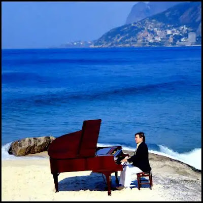 Tom ao piano na pedra do Arpoador, Rio