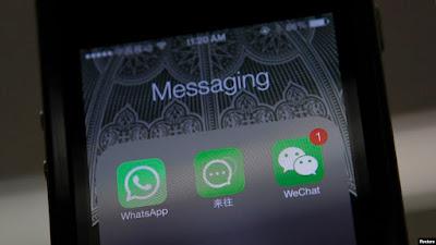 Presiden Donald Trump menandatangani perintah eksekutif yang melarang penggunaan delapan aplikasi China, termasuk Alipay dan WeChat Pay. (Foto: Reuters)