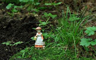 http://fotobabij.blogspot.com/2016/03/figurka-dziewczynka-z-zajaczkiem-wsrod_27.html