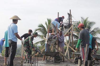 Yonif PR 502 Kostrad Bersama Warga Desa Sukolilo Bangun Pondok Pesantren