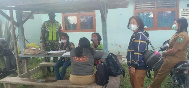 Personel Jajaran Kodim 0207/Simalungun Monitor Giat Suntik Vaksin Para Guru Diwilayah Binaan