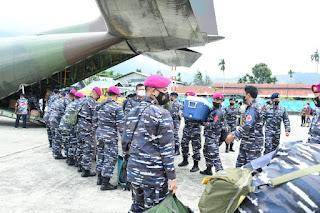 TNI AL dan Nakes Gabungan Disambut Suka Cita di Papua