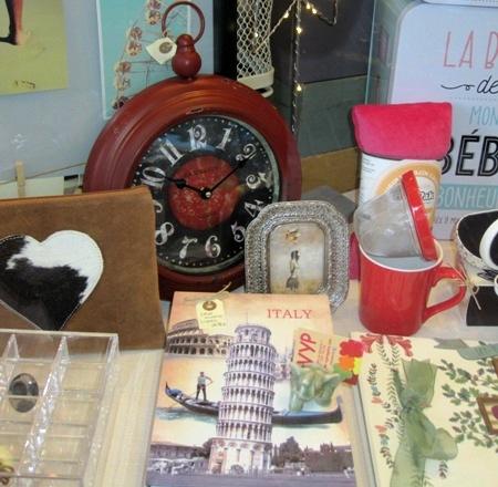 Caja fuerte libro Italy, reloj rojo y marco plateado, estilo retro