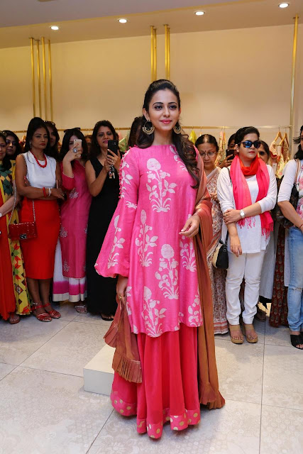 Lakme Fashion Week Rakul preet in pink chudidhar dress