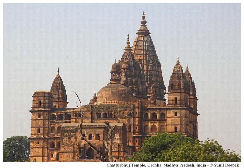 Chatturbhuj temple, Orchha, Madhya Pradesh, India - Images by Sunil Deepak
