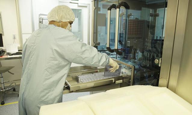 Fiocruz retoma produção de vacinas contra a covid-19 nesta terça-feira após chegada de insumos da China