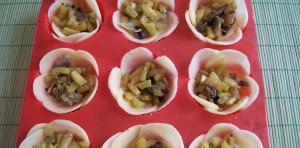 """блюда на 8 марта, в духовке, грибы, закуска """"Розочки"""" розочки картофель, закуска из картофеля, закуски, кабачки, картофель, начинка, овощи, перец болгарский, праздничный стол, рецепты на 8 марта, сыр твердый, украшение из сыра, цветы, цветы из картофеля, цветы из сыра"""