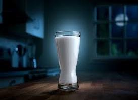 Malam Hari, Waktu Terbaik Untuk Minum Susu