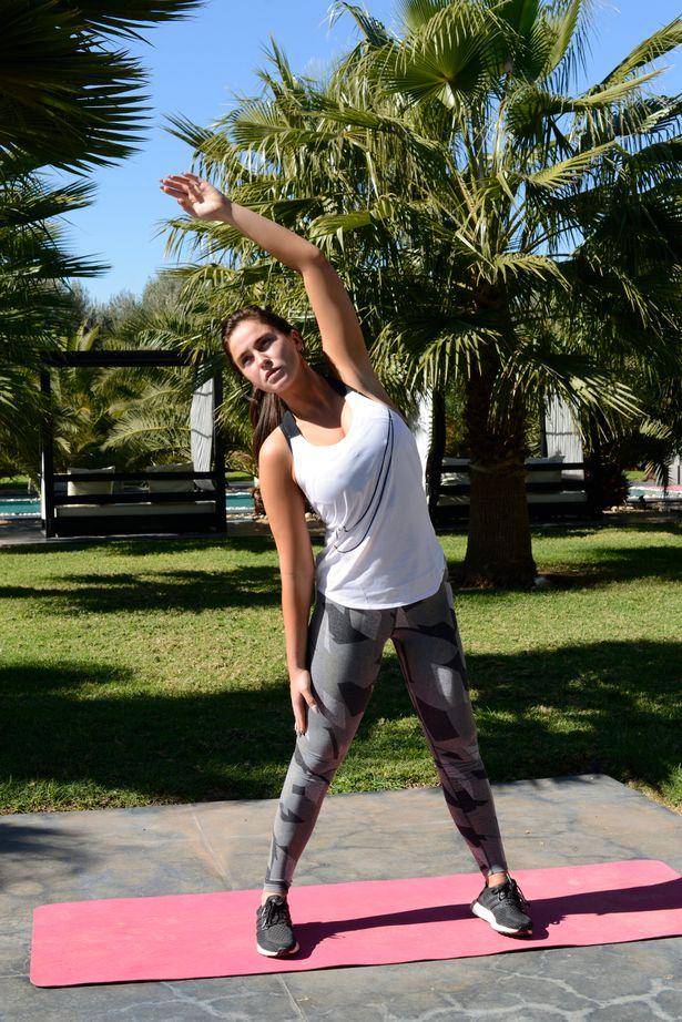 Vicky Pattison flaunts her figure 2