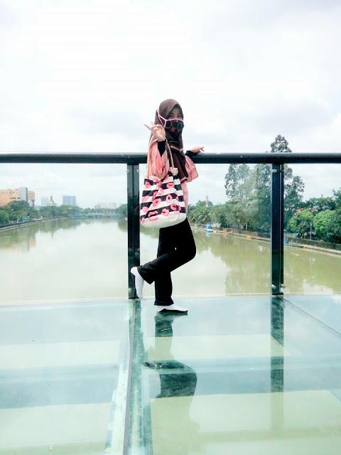 Flying Deck Kaca di Jembatan Berendeng