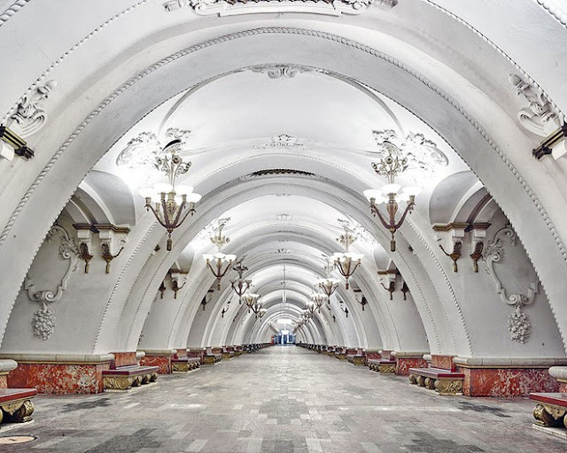 Chiêm ngưỡng vẻ nguy nga tráng lệ  của các ga tàu điện ngầm ở Nga