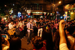 Enjoy live music on Hanoi Old Quarter at night