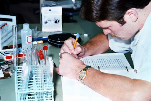 mahasiswa jurusan biokimia