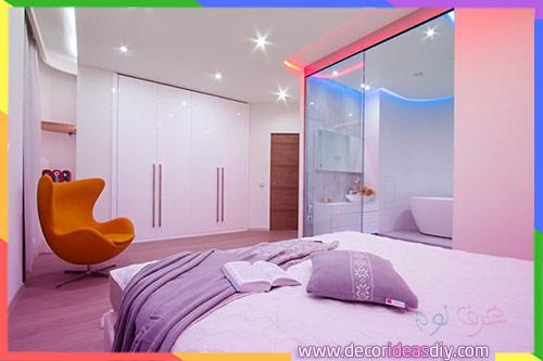 زجاج حمام ملون داخل غرف النوم