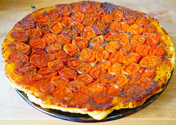Le Chameau Bleu - Blog Cuisine et Voyage  - Recette de tarte tatin salée à la tomate cerise