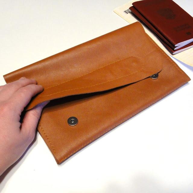 Бумажник из кожи - клатч-конверт для документов. натуральная шкура коровы, светло-коричневый цвет. Застежка на кнопки, ручная работа