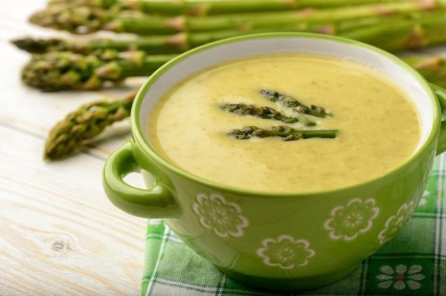 Tavaszi, tejszínes spárgakrémleves: nem kell bele sok ízesítő, mégis isteni