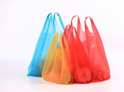 10 Perlengkapan Wisata di Musim Hujan Yang Harus Traveller Siapkan - Siapkan Kantung Plastik Kresek