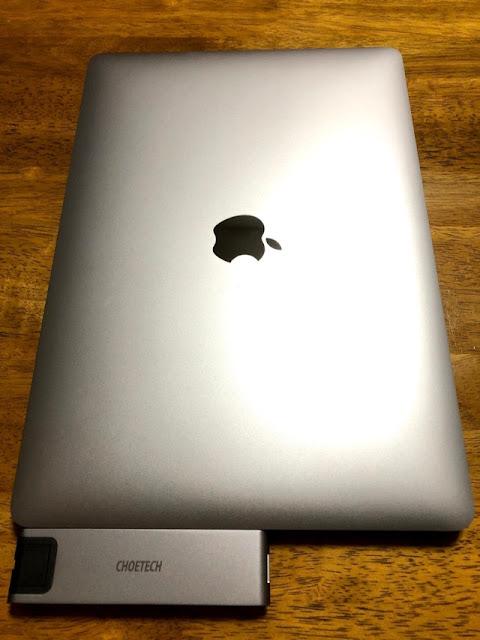 取り付け(MacBookを閉じた状態)