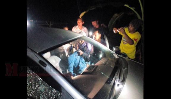 Salah satu pelaku saat diturunkan dari mobilnya