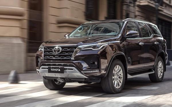Toyota Hilux SW4 2022 Sedã - preço de assinatura