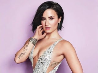 Lovato boldly bathroom ديمي لوفاتو 49320170720020931931