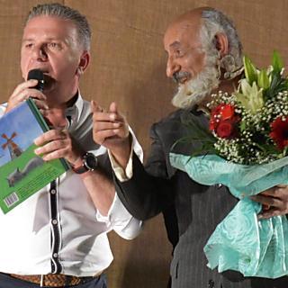 """Θριαμβευτική υποδοχή της θεατρικής παράστασης """"Νόστος Ρίζαμ μ' και κλαδίν"""" στην Πιερία.."""