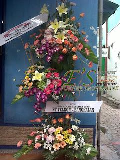 rangkaian bunga stnding flower serah terima jabatan