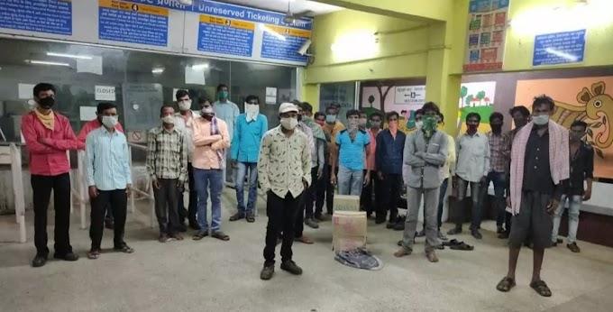 गंजाम वापसी के कार्यकर्ताओं ने झारसुगुड़ा से सूरट के लिए ट्रेन ली !