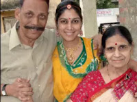 sakshi tanwar with here father and mother photos