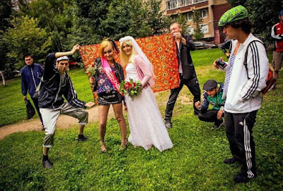 Witzige Jugendlichen Teenager feiern Hochzeit