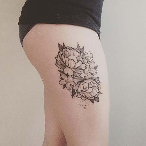kadın üst yan bacak çiçek dövmesi woman thigh side flower tattoo