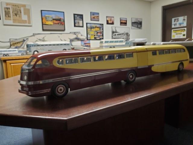 El sorprendente autobús a escala de 70 años con una historia bastante particular
