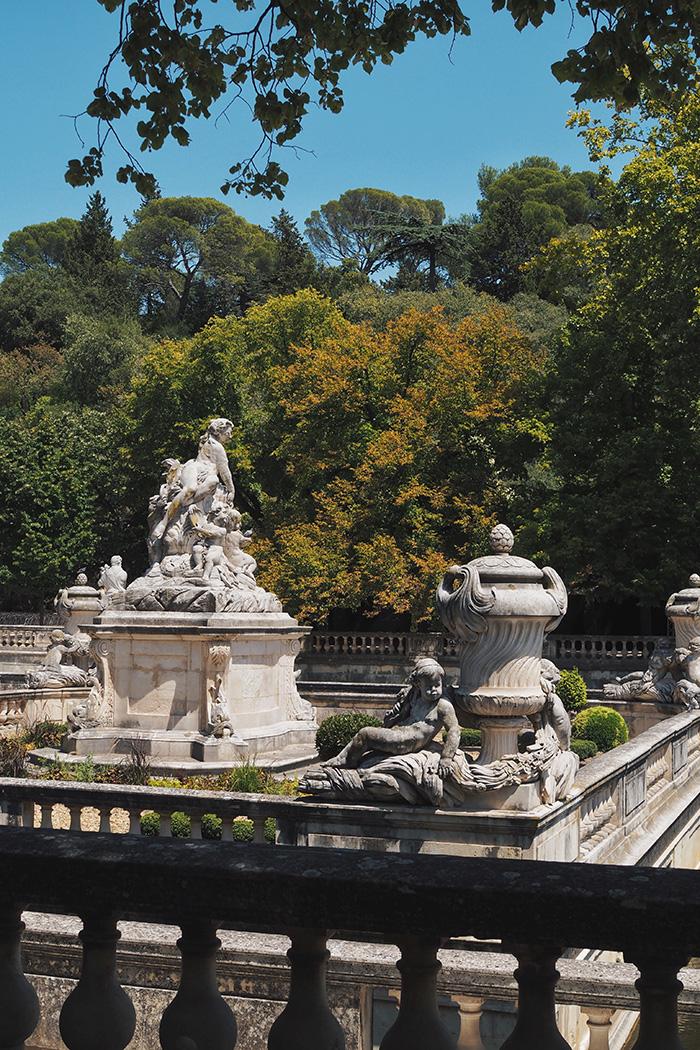 Se promener dans les jardins de la fontaine à Nîmes