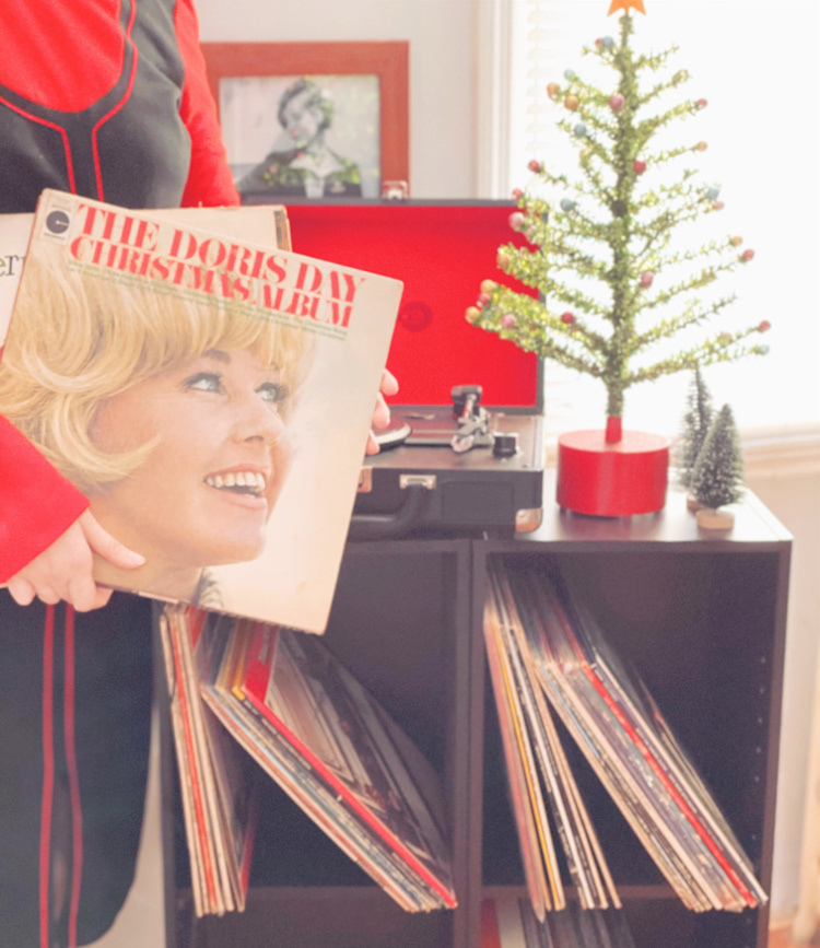 A Vintage Nerd, Vintage Blog, Essential Classic Christmas Albums, Vintage Christmas Vinyl, Retro Lifestyle, 1960's Music, True Vintage, Vintage Christmas, Retro Christmas