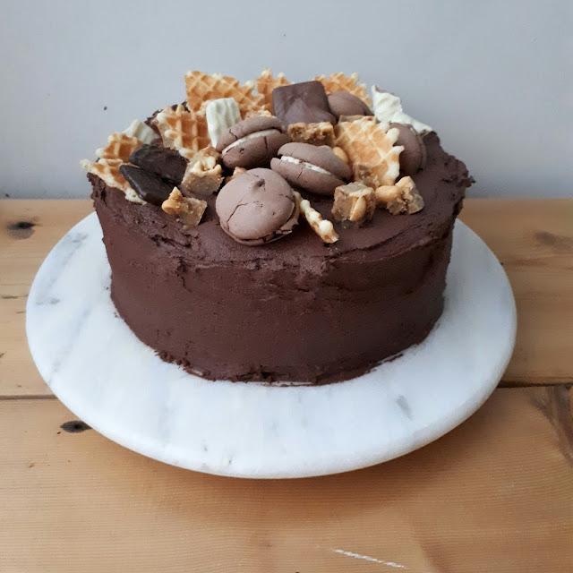 suklaakreemi kakun täytteeksi