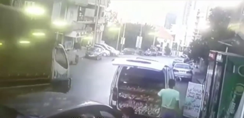 Voler une voiture pour distribuer les cigarettes de sang-froid.Et le propriétaire était choqué!(Vidéo)