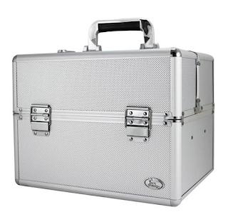https://www.maquiadoro.com.br/maleta-profissional-de-maquiagem-prata-g-bjh17313-jacki-design-p1020616