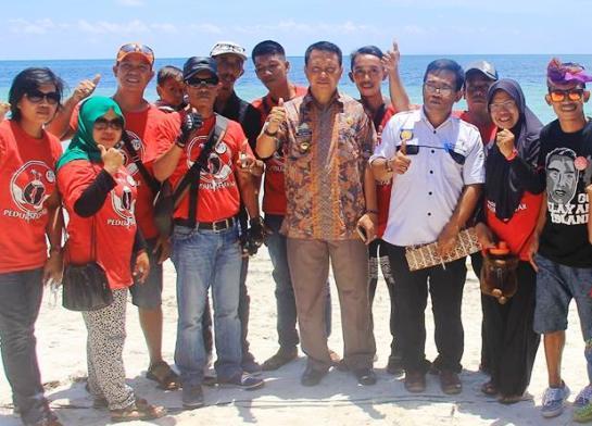 PiS.COM Ramaikan World Tourism Day ,2016 ,Di Pantai Pasir Putih, Batu Karapu ,Selayar