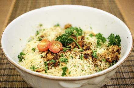 Espagueti con Ajo, Perejil y Migajas de Pan