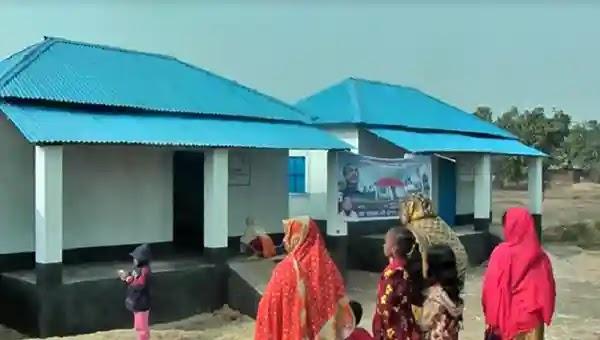 উল্লাপাড়ায় গৃহহীনদের মাঝে ঘরের দলিল ও চাবি হস্তান্তর