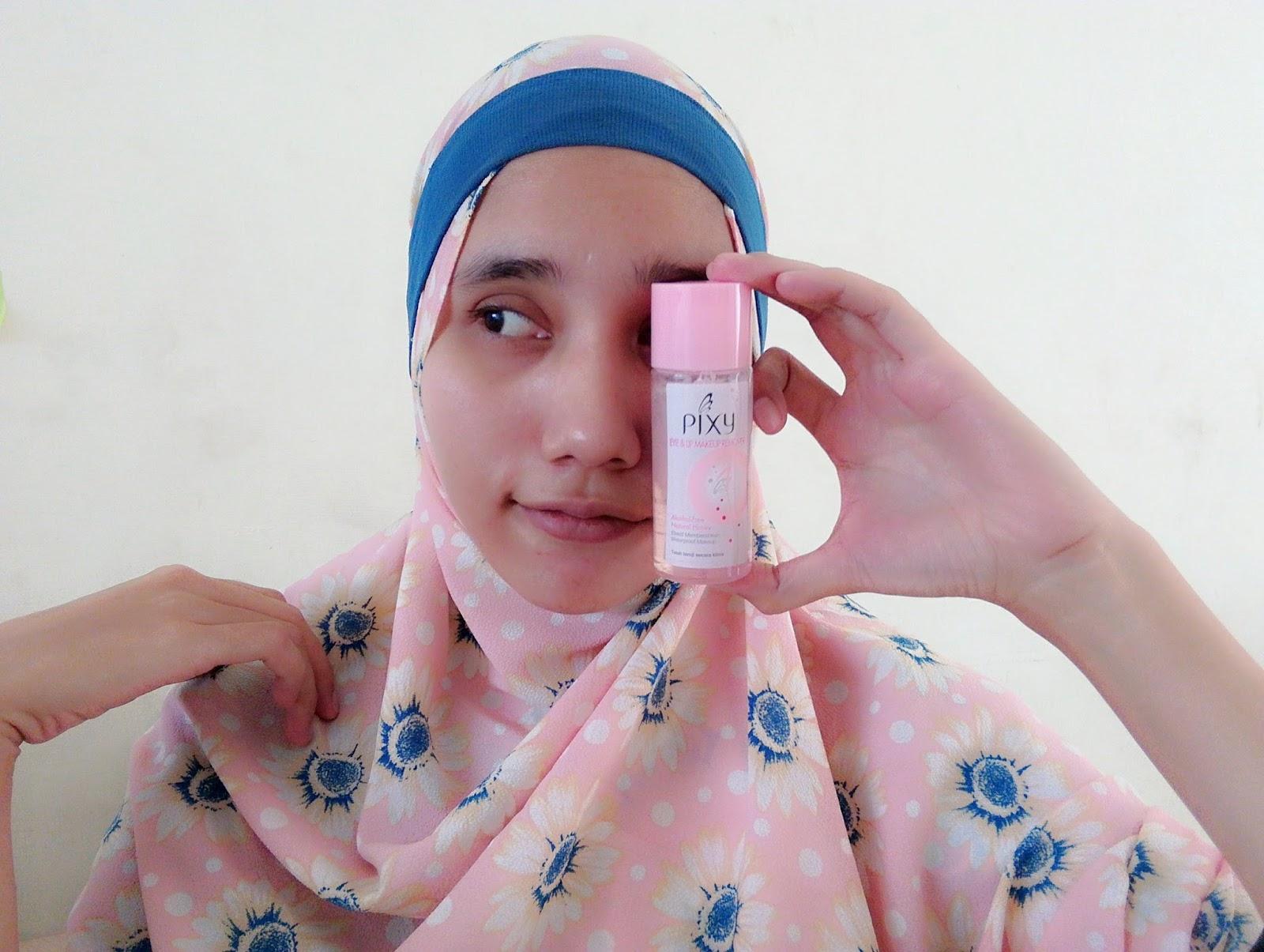 Sebelum mengaplikasikan makeup ke wajah terlebih dahulu kita harus membersihkan sisa sisa apapun yang bisa menghambat kesempurnaan makeup
