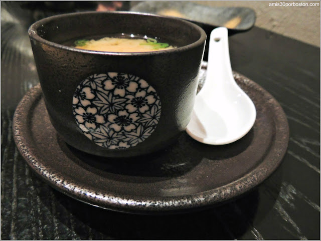 Sopa Miso en Oishii, Boston